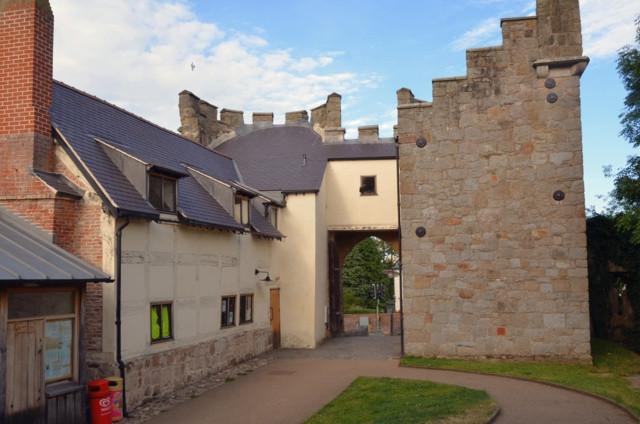 whittington-castle-2013-02
