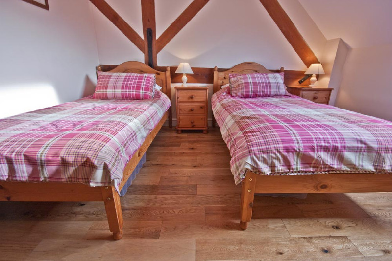 simply-clover_twin_bedroom
