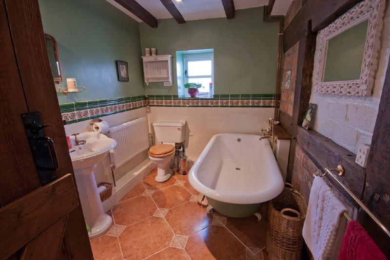 Simply-folly-Bathroom_Folly_cottage1