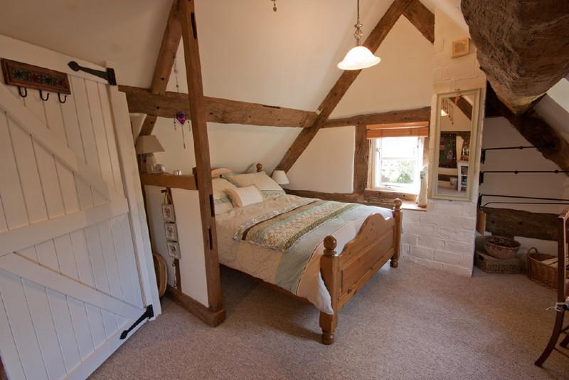 Simply-folly-Bedroom1_Folly_cottage_Shropshire1