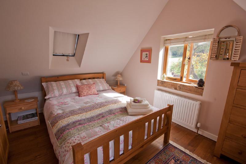 Simply-folly-bedroom2_folly_cottage_Ironbridge1
