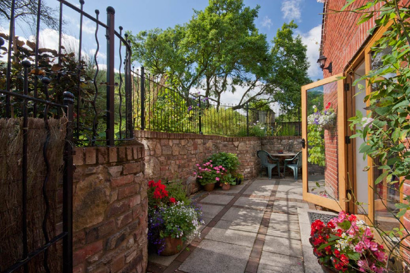 Simply-folly-cottages_rear_patio