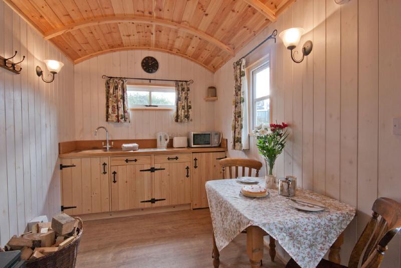 simply-Shepherds_Retreat_Kitchen_Luxury_Camping