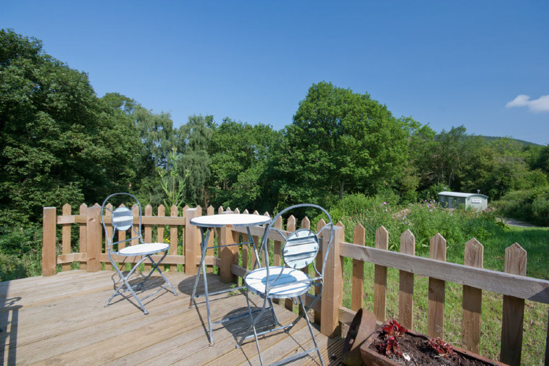 simply-Shepsrest_Holiday_lodge_decking1