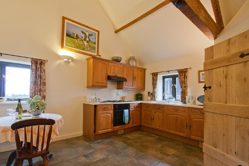 simply-the-Byre_cottage_kitchen_dining