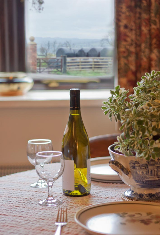 simply-the-byre-Dining_area-Shropshire_hills_view