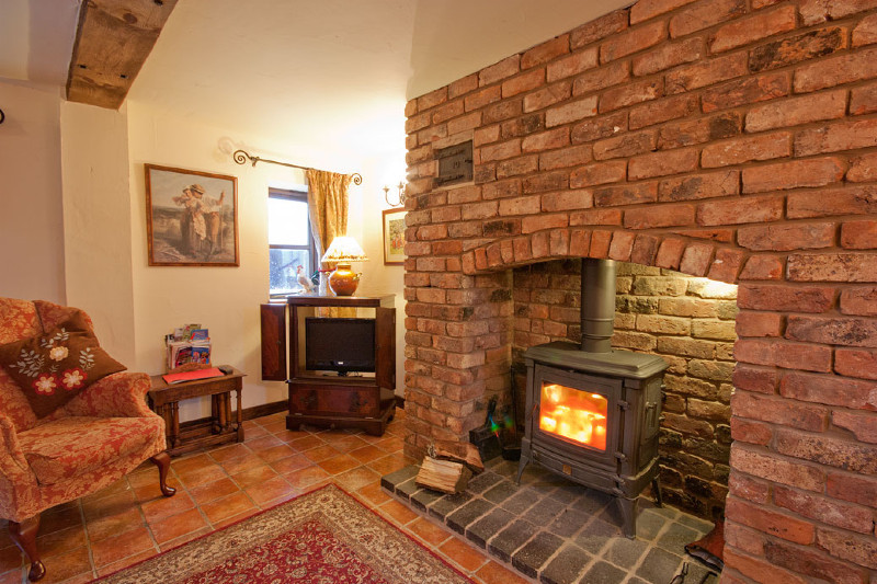 simply-the_cornhouse_fireplace1