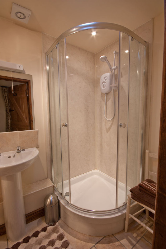 simply-the_dairy_cottage_shower
