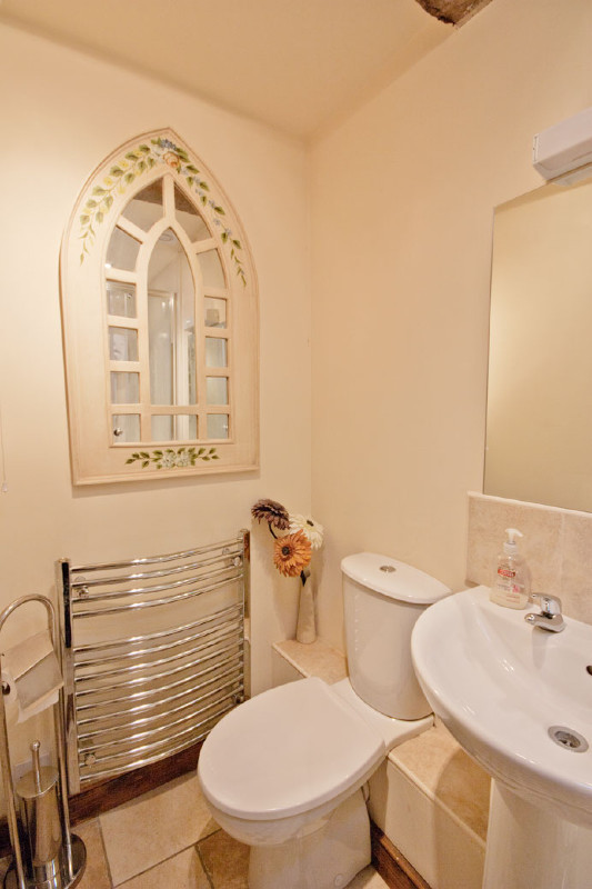 simply-the_dairy_cottage_shower_room