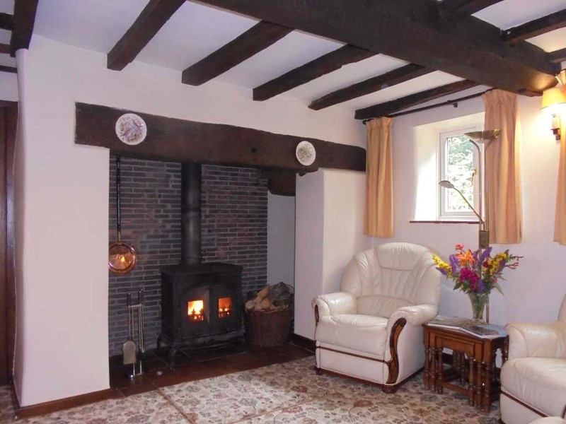 church-stretton-holidays-lounge-and-woodburner