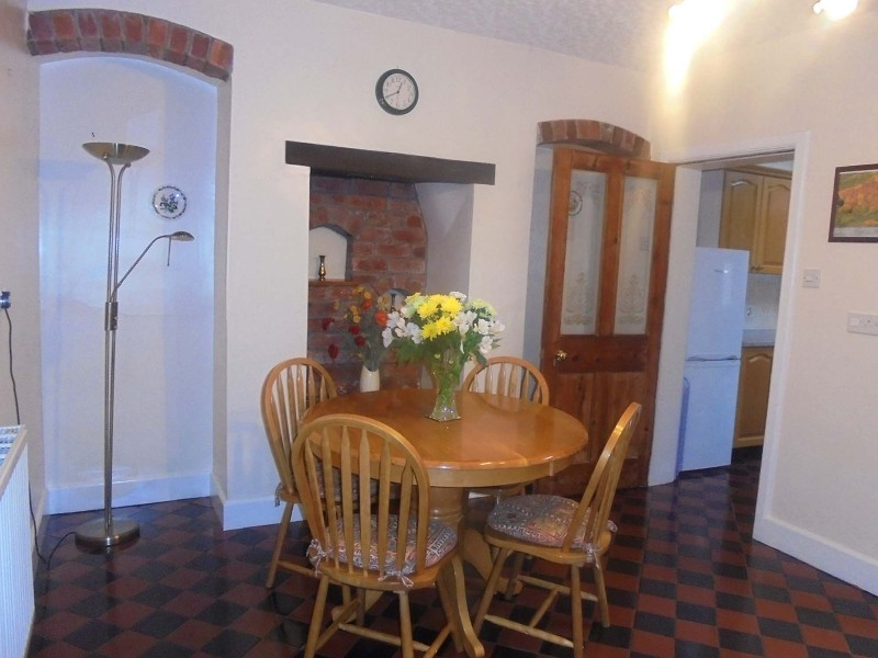 church-stretton-cottage-dining-area